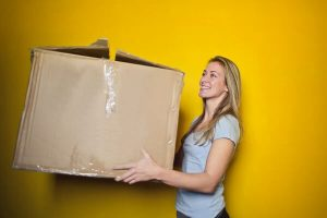 moving-woman-box